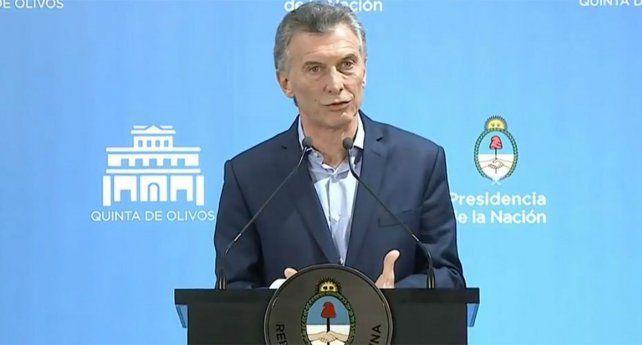 Macri dio por superada la turbulencia cambiaria y admitió problemas en el equipo económico