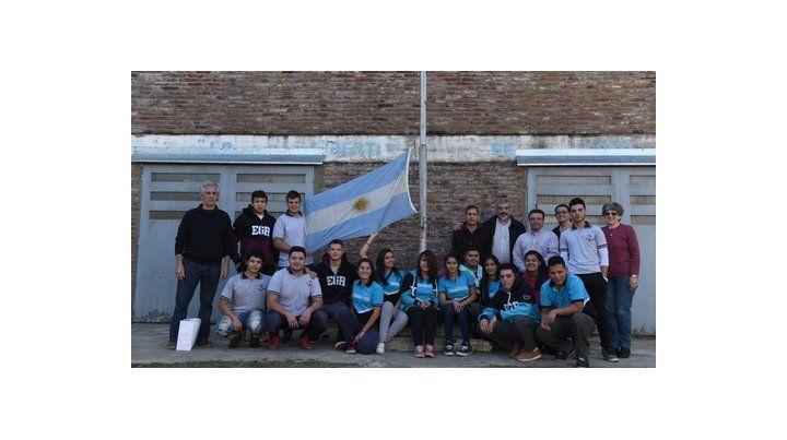 pioneros. Parte de los alumnos que viajarán hacia Ushuaia a interiorizarse sobre las vivencias de los fueguinos durante el conflicto bélico.