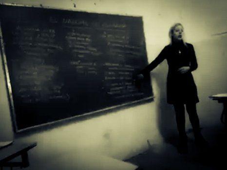 historia. La profesora dio su clase en cuarto año