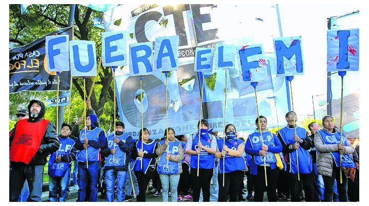 en la calle. Organizaciones sociales marcharon durante la tarde.