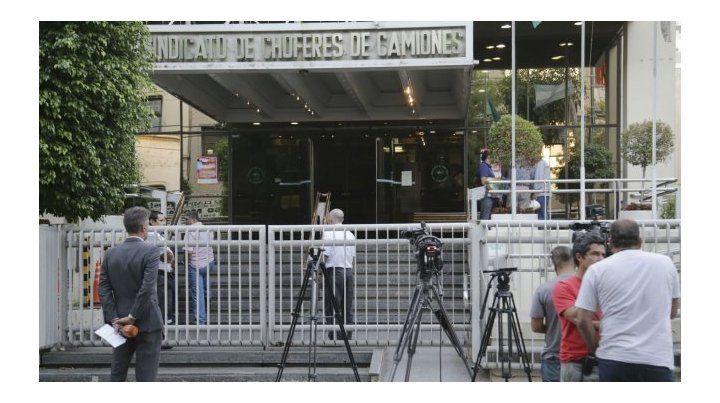 Allanan la sede del del Sindicato de Camioneros por presunta extorsión a empresas de transporte