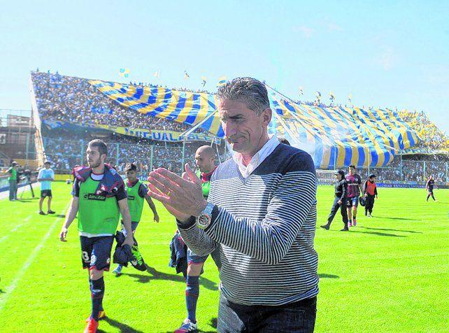 Amigos íntimos. Bauza vino al Gigante de Arroyito por última vez con San Lorenzo. Ahora caminará hacia el banco local.