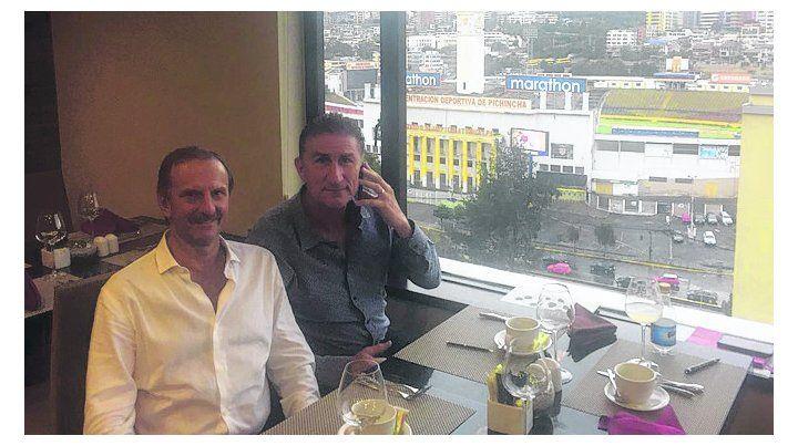 Amigos. Sergio González y el Patón Bauza compartieron una mesa en Ecuador.