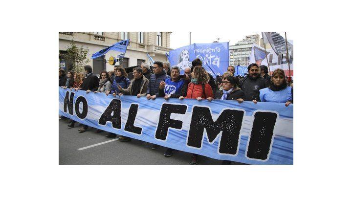 protestas. Ayer se realizaron nuevas movilizaciones en Buenos Aires contra el acuerdo con el Fondo.