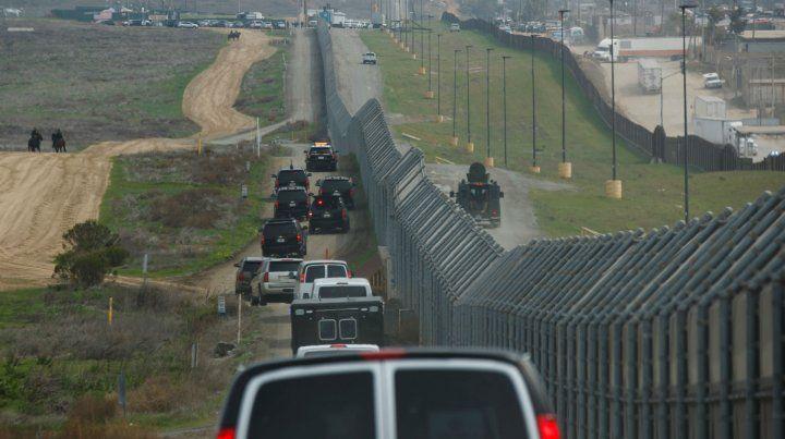 Frontera. La caravana de Trump recorre la valla fronteriza en San Diego