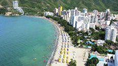 La bahía. Arenas blancas y un mar intensamente azul en medio de un entorno natural conforman un sitio ideal para relajarse frente a la imponente vista del mar Caribe.