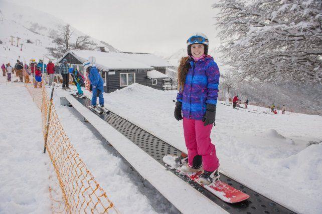 Sobre tablas. Durante la temporada se ofrecen clases para todos los niveles y edades. Hay nieve para esquiar o practicar snowboard