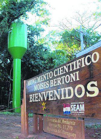 Monumento al científico Moisés Bertoni