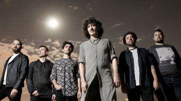 El cantante Dani Pérez (al frente) habló del nuevo álbum de la banda, que se hizo esperar ocho años.