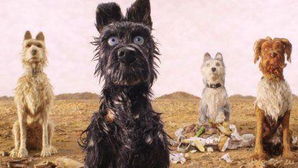 La nueva película de Wes Anderson, que se realizó con la técnica de animación stop motion, sigue la historia de cinco perros que fueron enviados al exilio a una isla después de un brote de gripe canina.