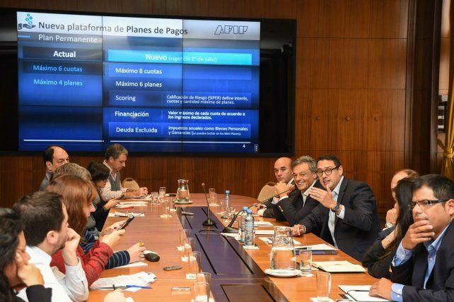 Facilidades. El ministro de la Producción y el titular de la Afip brindaron detalles de las medidas.