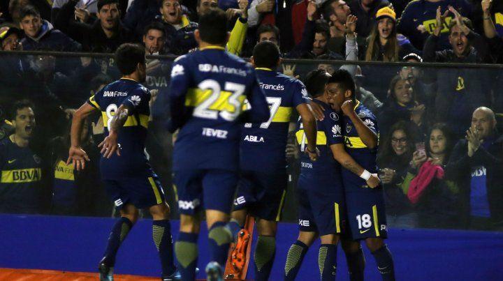 Los jugadores de Boca festejaron por duplicado en el cierre del semestre. Hoy juegan ante los tallarines.
