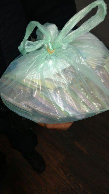 La bolsa con los 188 mil pesos en su interior.