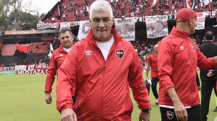 De Felippe se reunió con la dirigencia de Newells y pidió que al menos lleguen cuatro jugadores