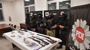Secuestro. El jueves, en varios allanamientos, se incautaron siete armas de alto poder de fuego.
