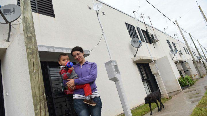 Gisele ya vive en el barrio de 244 casas ubicado en Martínez de estrada y Colombia.
