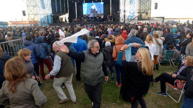 El Heca celebró con El Chaqueño Palavecino en una gran fiesta popular