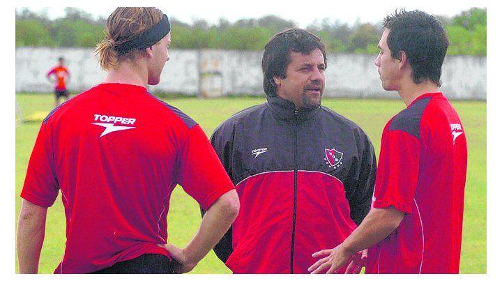 Diciembre de 2007. Caruso Lombardi dialoga con Ansaldi y el paraguayo Da Silva.