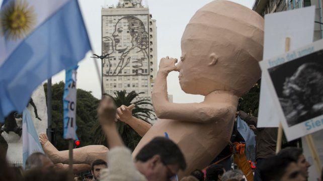 Miles de personas marcharon contrael aborto por el centro porteño