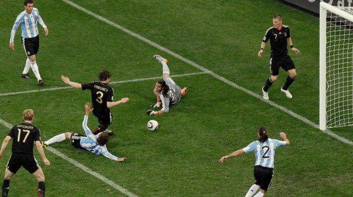 Tercer gol de Alemania contra Argentina en Sudáfrica 2010. El arquero ya era Romero