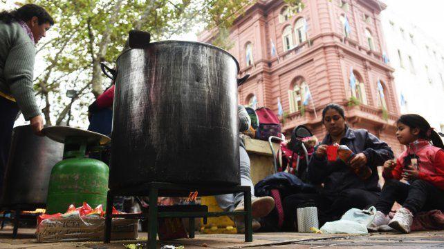 La CCC realizó una jornada de lucha que termino con acampe y ollas populares frente a la Municipalidad.