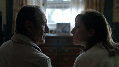 cara a cara. El actor y Carla Peterson en una historia que va cobrando tensión con el correr de los minutos.