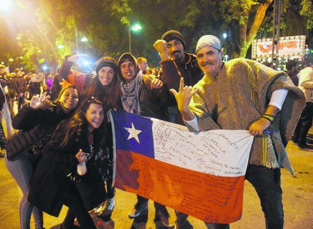 desde muy lejos. Familias chilenas vinieron a ver el recital de La Renga.