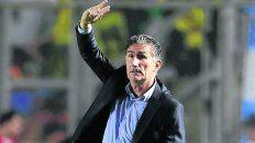 Levanta la mano. Bauza estará hoy en Rosario y recorrerá el predio de Arroyo Seco.