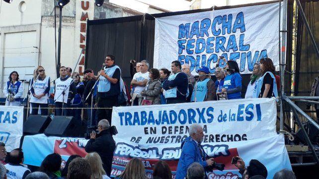 La Marcha Federal de la Educación pasó por la ciudad rumbo al acto de mañana en Buenos Aires.