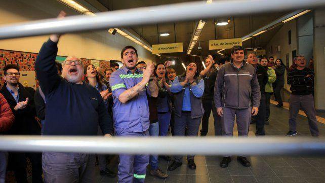 Tensión en el subte porteño: protestas, detenciones y bloqueo del servicio