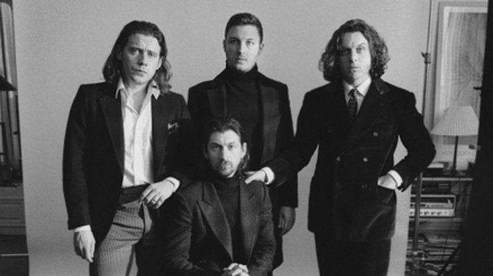 retrato. El grupo de rock de Sheffield liderado por Alex Turner (sentado) lanzó un nuevo álbum de estudio.