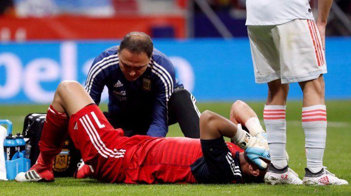 La lesión de Chiquito Romero en el partido de la selección ante España.