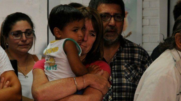 Llanto. La imagen registra cuando Morla y Gigliotti debieron entregar a Kiki. Ayer las lágrimas fueron de alegría.