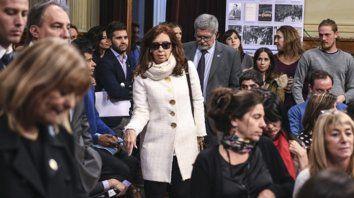 Cristina asistió al plenario de comisión, pero mantiene la línea del silencio estratégico.