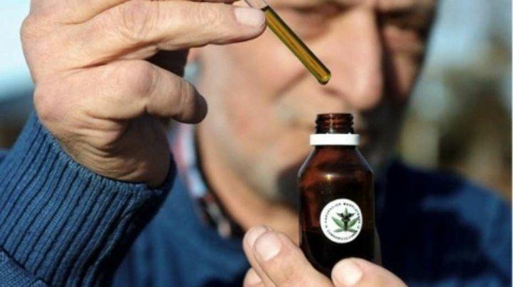 Gotero. El aceite de cannabis para combatir los ataques epilépticos se importa desde Estados Unidos.
