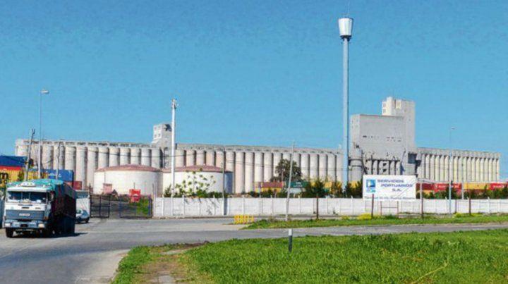 Polémicos. Los cuestionados silos portuarios de las unidades VI y VII.