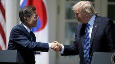 Posible revés. El presidente de EEUU recibió en la Casa Blanca a su homólogo surcoreano Moon Jae-in.