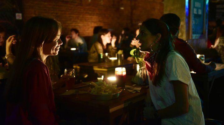 A la luz de las velas. Gastronómicos reclamaron así por los tarifazos de la EPE.