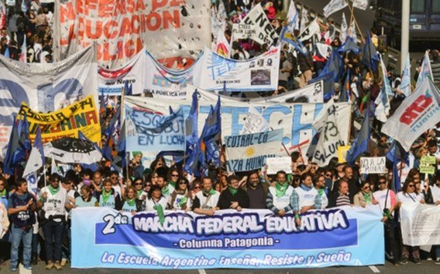 masivo. Columnas de docentes de todo el país llegaron a Buenos Aires.