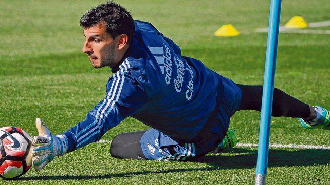 En vuelo. Nahuel Guzmán se acopló a los entrenamientos de la selección en el predio que la AFA posee en Ezeiza.