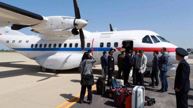 Gesto. Periodistas surcoreanos viajan al país comunista para presenciar la destrucción del centro de Punggye-ri.