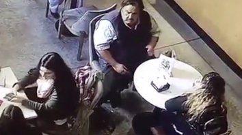 Un hombre que roba en bares del centro fue escrachado en un video