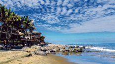 Destino austero. Las playas se destacan por su amplitud, tranquilidad y el verdiazul del mar cristalino, rodeados de palmeras.