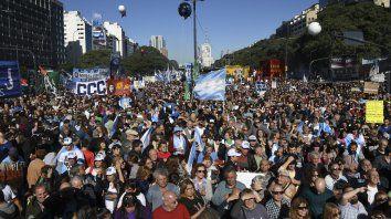 Masiva y multitudinaria resultó la marcha que organizaron los opositores al gobierno en Buenos Aires.