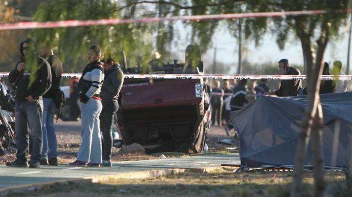 La camioneta en la que huyó el agresor volcó y pudo ser atrapado. (Foto: gentilleza Elsol.com.ar)
