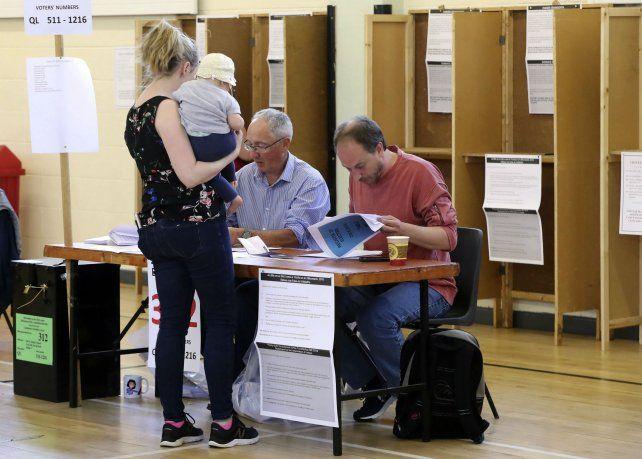 A votar. El voto en Dublín. Los irlandeses decidieron cambiar.