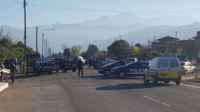 Despliegue. Móviles policiales en la zona del atropellamiento.