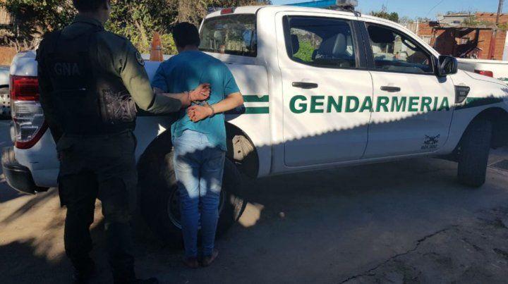 El presunto dealer detenido ayer en la zona oeste.