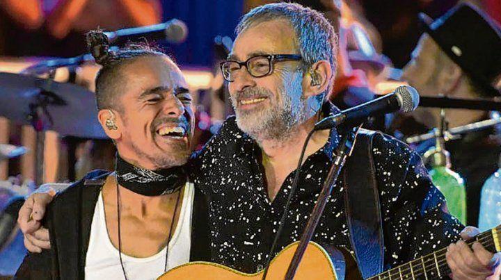 Acusticazo. Rubén Albarrán cantó Loco junto a Jorge Serrano.