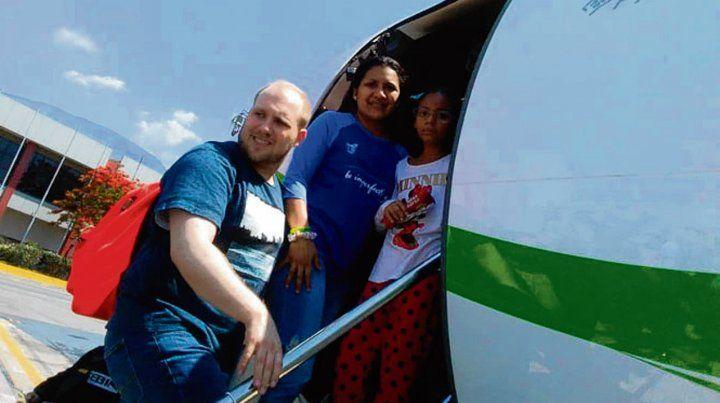 Libre. El joven mormón y su esposa venezolana parten hacia EEUU.